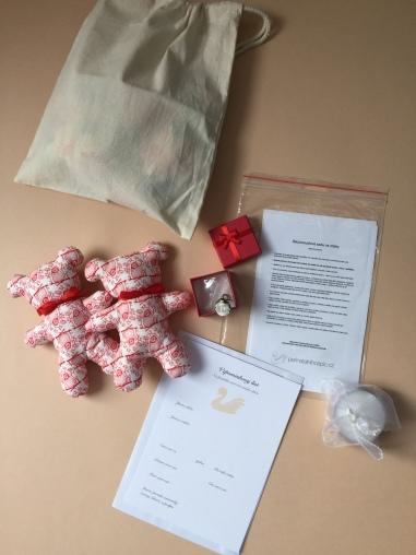 vzpomínkový balíček červený, krabička otevřená